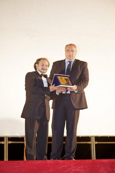 Orfeo Orlando premiato dal Sindaco di Valva, Michele Cuozzo, al Valva Film Festival 2009