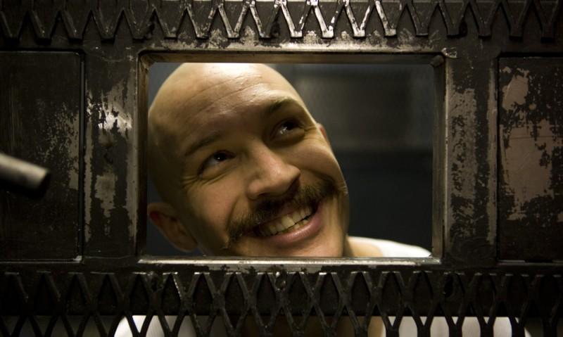Tom Hardy in una scena di Bronson