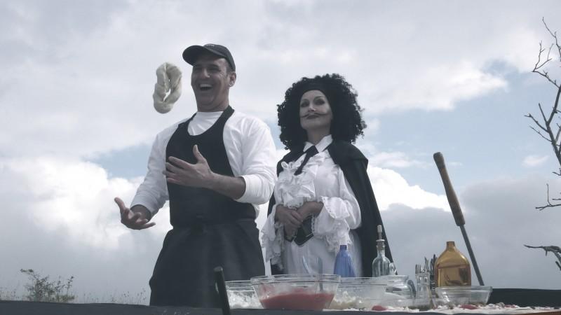 Vincent Riotta e Barbara Bouchet in una scena di Butterfly Zone - Il senso della farfalla
