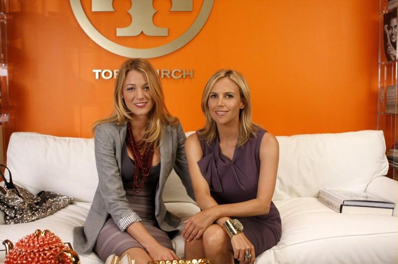 Blake Lively e la designer Tory Burch sul set della puntata Dan de Fleurette di Gossip Girl