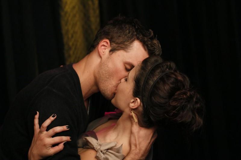 Il bacio romantico tra Austin Nichols e Sophia Bush nell'episodio Believe Me, I'm Lying di One Tree Hill
