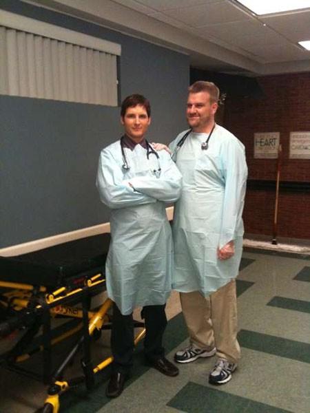 Peter Facinelli in un'immagine scattata sul set di Nurse Jackie che l'attore ha voluto condividere su Twitter