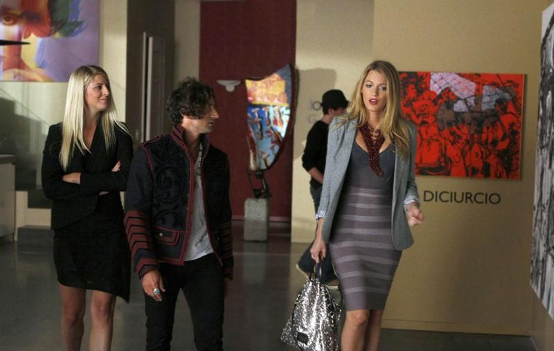 Serena (Blake Lively) cerca lavoro nel campo dell'arte nell'episodio Dan de Fleurette di Gossip Girl