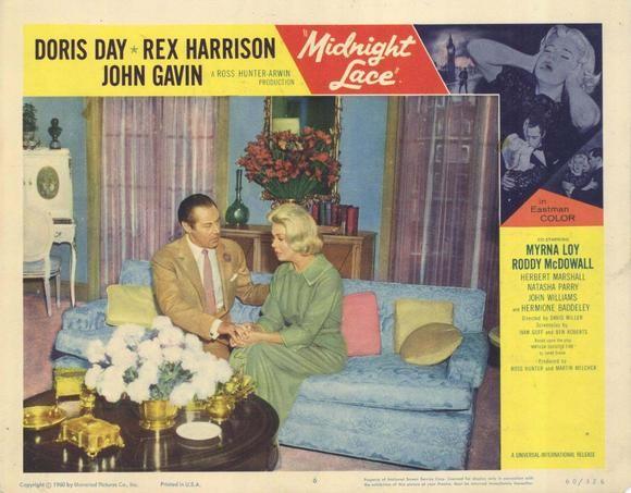 Rex Harrison e Doris Day in una lobby card promozionale del film Merletto di mezzanotte ( 1960 )