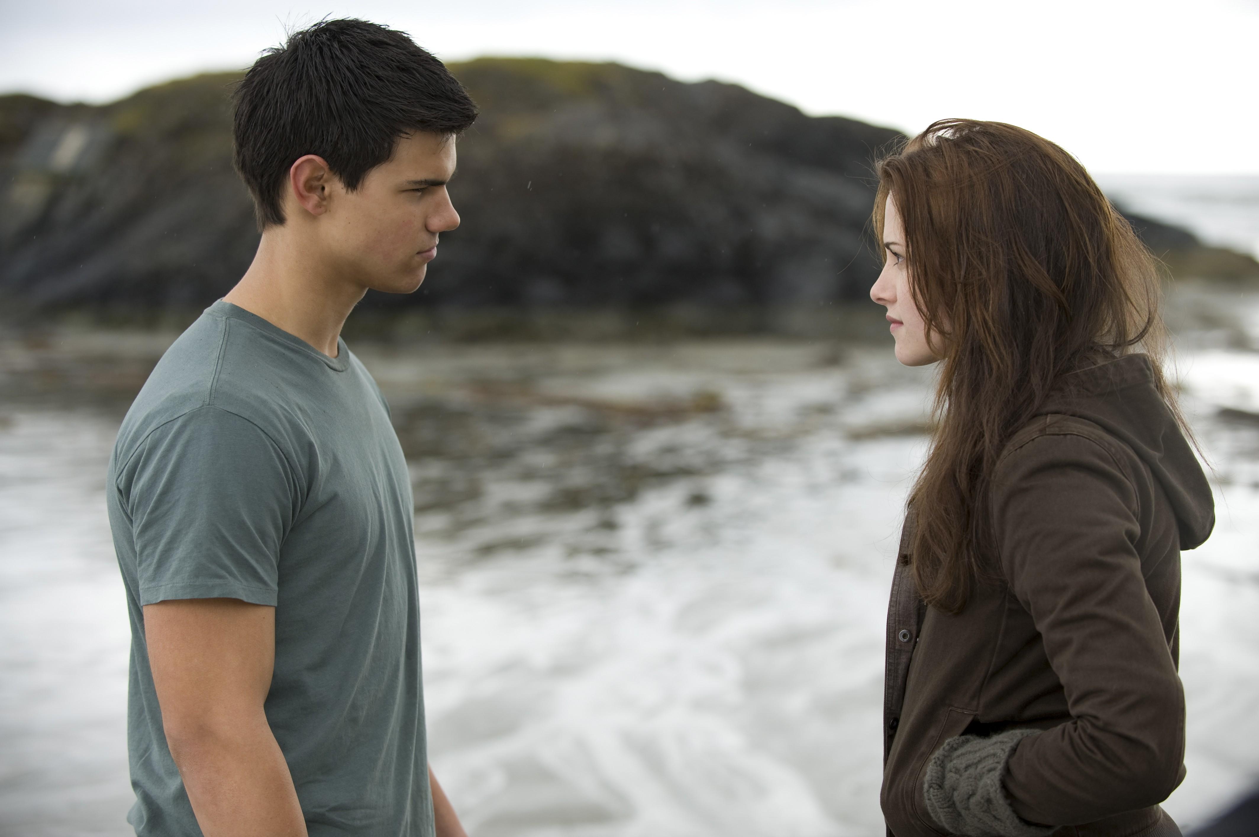 Wallpaper: Taylor Lautner e Kristen Stewart nel film Twilight: New Moon