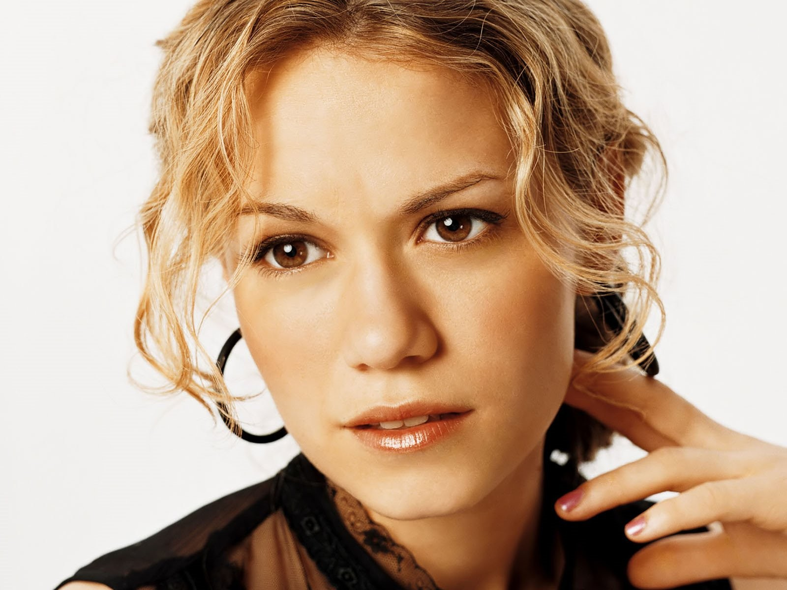 Wallpaper: un primo piano di Bethany Joy Galeotti