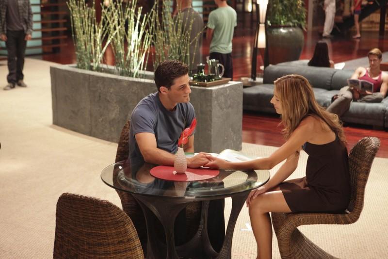 Dollhouse: Dichen Lachman ed Enver Gjokaj in una scena dell'episodio Belonging