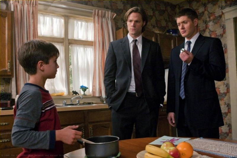 Jared Padalecki e Jensen Ackles in un momento dell'episodio I Believe the Children Are Our Future di Supernatural