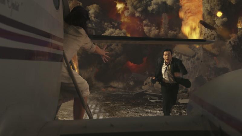 John Cusack in un'adrenalinica sequenza di 2012 di R. Emmerich