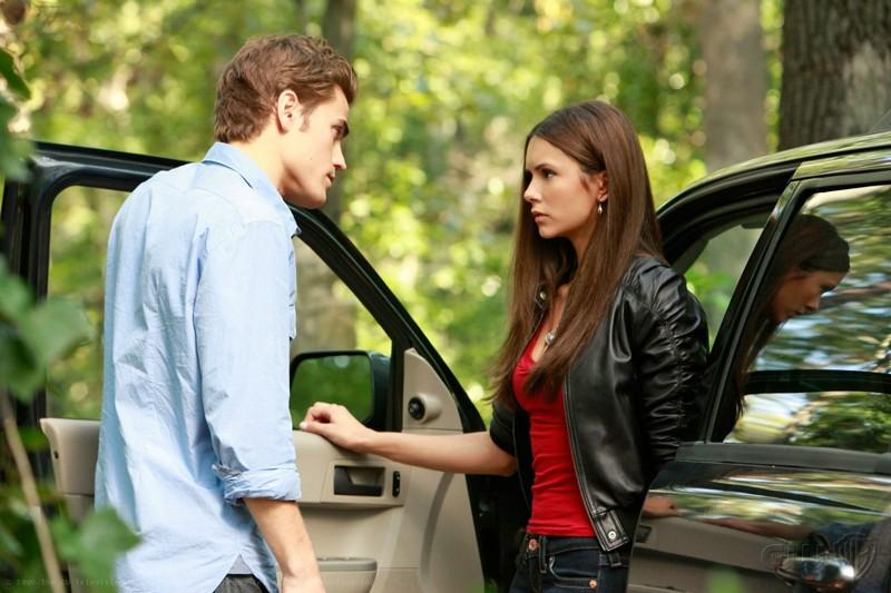 La coppia Salvatore (Paul Wesley) ed Elena (Nina Dobrev) nell'episodio Lost Girls della serie The Vampire Diaries