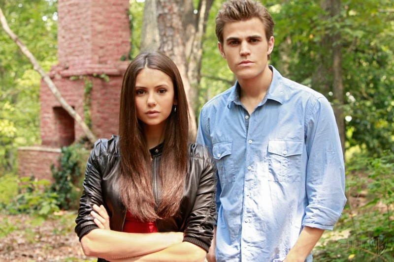 Nina Dobrev e Paul Wesley in un foto promo per l'episodio Lost Girls di The Vampire Diaries