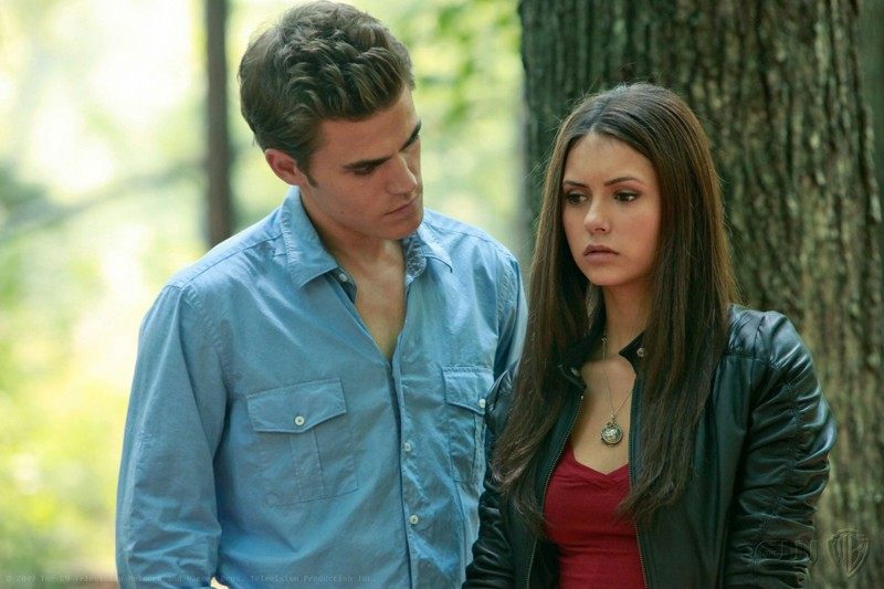 Stefan (Paul Wesley) ed Elena (Nina Dobrev) in un momento dell'episodio Lost Girls di The Vampire Diaries