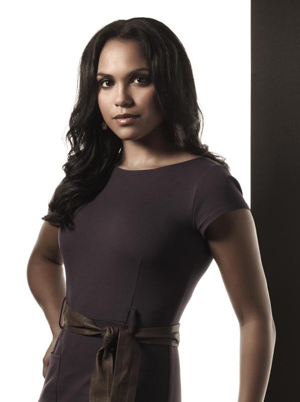 Un'immagine promozionale di Monica Raymund per la seconda stagione di Lie to Me