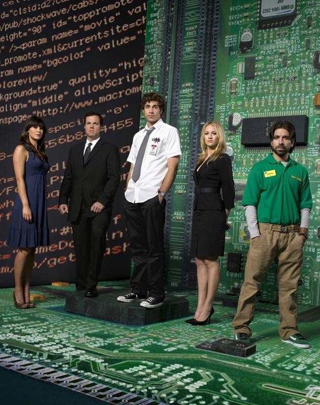 Sarah Lancaster, Adam Baldwin, Zachary Levi, Yvonne Strahovski e Joshua Gomez in una foto promozionale per la prima stagione di Chuck