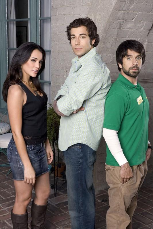 Una foto promo con Natalie Martinez, Zachary Levi e Joshua Gomez per la serie tv Chuck