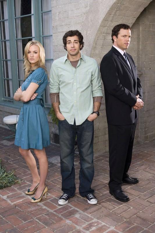 Una foto promo con Yvonne Strahovski, Zachary Levi e Adam Baldwin per la serie tv Chuck