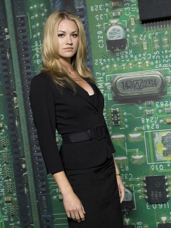 Yvonne Strahovski in una foto promozionale per la prima stagione di Chuck