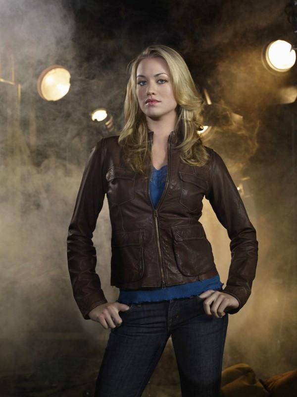 Yvonne Strahovski posa per un'immagine promo per la serie televisiva Chuck