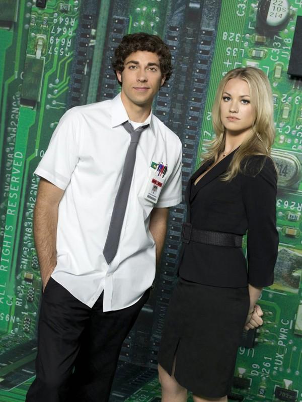 Zachary Levi e Yvonne Strahovski in una foto promozionale per la prima stagione di Chuck