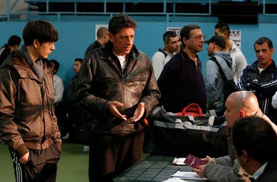 Gabriele Campanelli (a sinistra) con Sergio Castellitto sul set del film Alza la testa