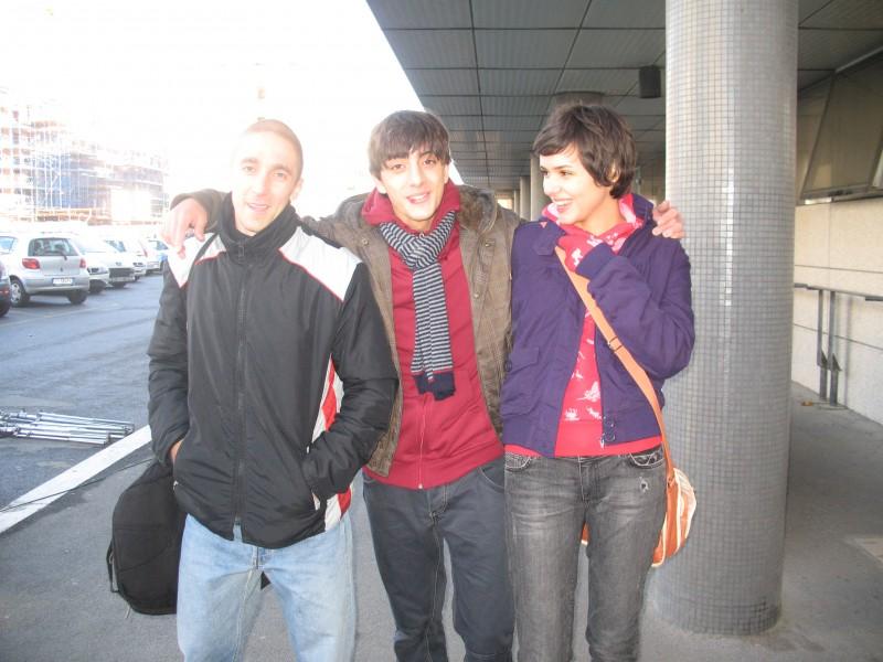 Gabriele Campanelli con altri attori del film Alza la testa