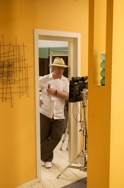 Il regista Pedro Almodovar sul set del film Gli abbracci spezzati