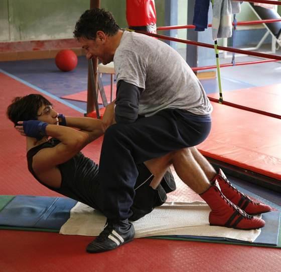 Lorenzo (Gabriele Campanelli) e Mero (Sergio Castellitto) in una scena di Alza la testa