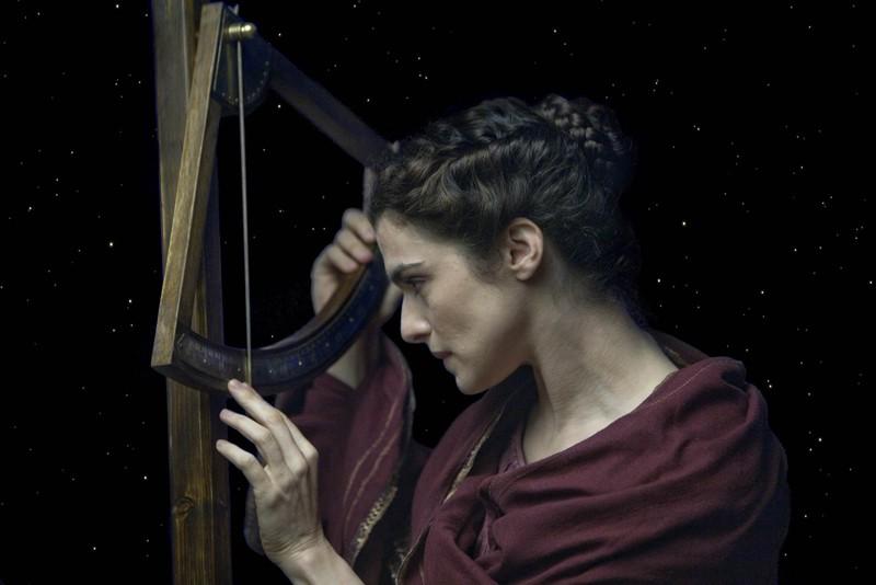 Rachel Weisz interpreta Hypatia in una scena del film Agora
