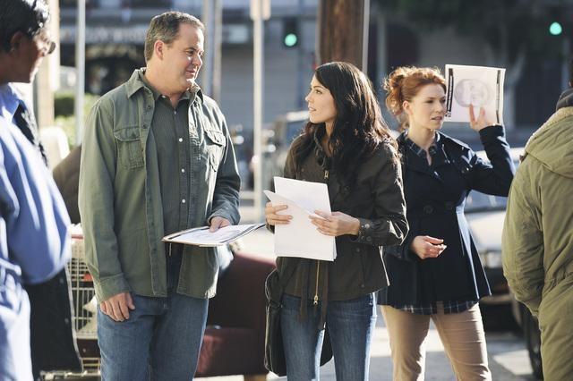 Bob Stephenson, Michelle Borth ed Heather Stephens in una scena dell'episodio Railroad Jane della serie The Forgotten