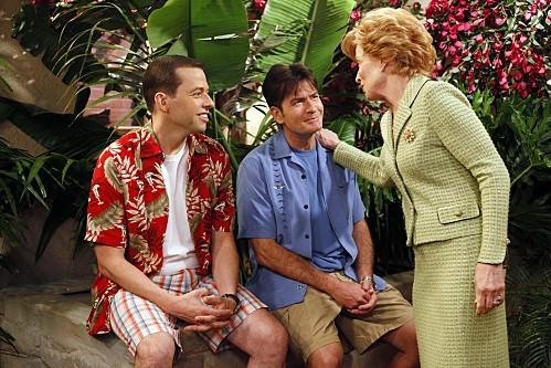 Charlie Sheen, Jon Cryer ed Holland Taylor nell'episodio Whipped Unto the Third Generation della serie Due uomini e mezzo
