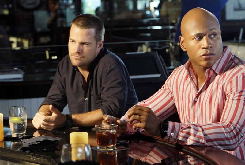 Chris O'Donnell e LL Cool J in missione in una scena dell'episodio Predator di NCIS: Los Angeles