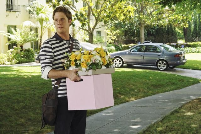 Jake McDorman in una scena dell'episodio Down on Your Luck della serie Greek