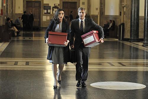 Julianna Margulies e Matt Czuchry in una scena dell'episodio Fixed della serie The Good Wife