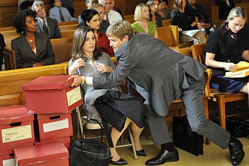 Julianna Margulies e Matt Czuchry nell'episodio Fixed della serie The Good Wife