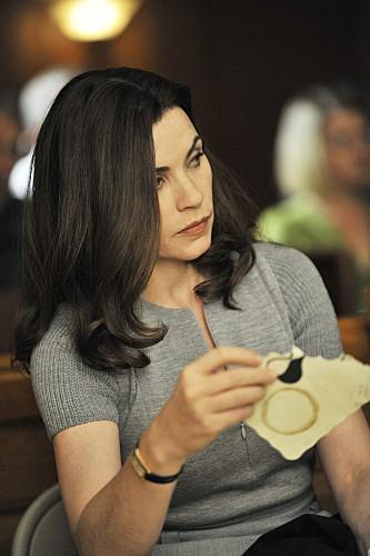 Julianna Margulies in una scena dell'episodio Fixed della serie The Good Wife