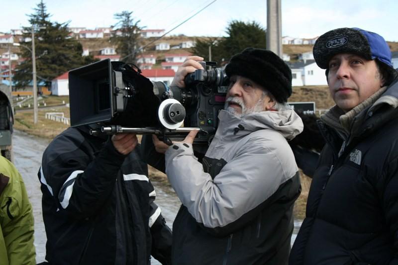 Miguel Littin sul set del film Dawson, Island 10