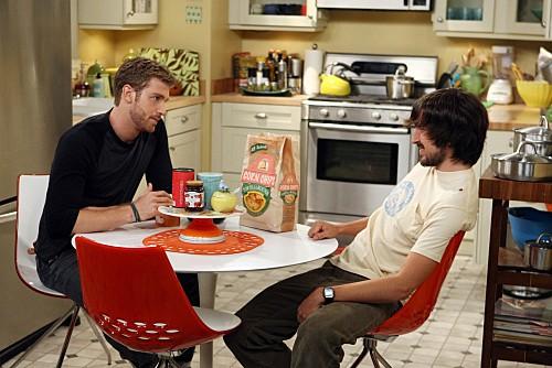 Nicholas Wright e Jon Foster in una scena dell'episodio One Night Stand di Accidentally on Purpose