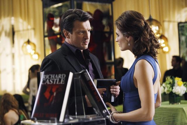 Stana Katic e Nathan Fillion nell'episodio When the Bough Breaks della serie Castle