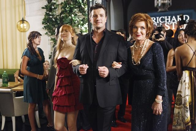 Susan Sullivan, Molly C. Quinn e Nathan Fillion nell'episodio When the Bough Breaks della serie Castle