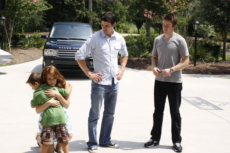 Bethany Joy Galeotti, Jackson Brundage, James Lafferty e Robert Buckley nell'episodio Your Cheatin' Heart di One Tree Hill