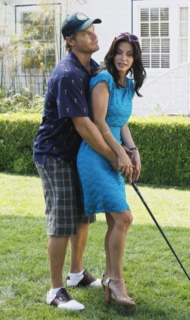 Brian Van Holt e Courteney Cox in una scena dell'episodio A Woman In Love (It's Not Me) di Cougar Town