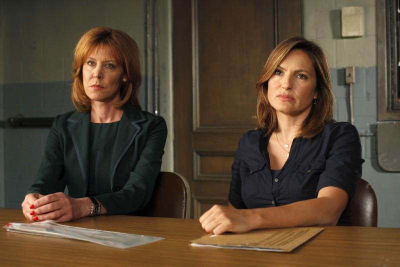 Christine Lahti e Mariska Hargitay in una scena dell'episodio Unstable di Law & Order: SVU