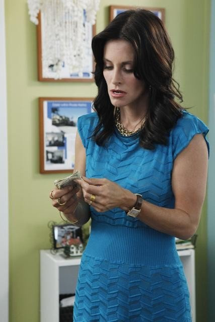 Courteney Cox in una scena dell'episodio A Woman In Love (It's Not Me) di Cougar Town