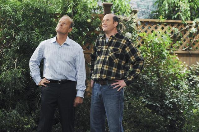David Koechner e Kelsey Grammer in una scena dell'episodio Relax, Don't Do It della serie Hank
