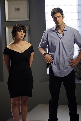 Eddie Cahill e la guest star Deborah Carter in una scena dell'episodio Dead Reckoning di CSI New York