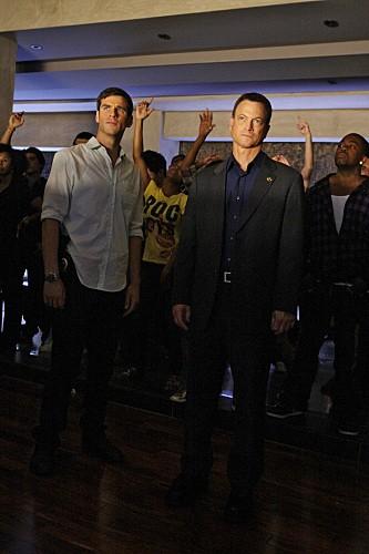 Gary Sinise ed Eddie Cahill nell'episodio Battle Scars di CSI New York