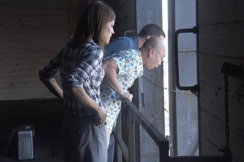 Jennifer Carpenter, C.S. Lee e Desmond Harrington in una scena dell'episodio Blinded by the Light di Dexter