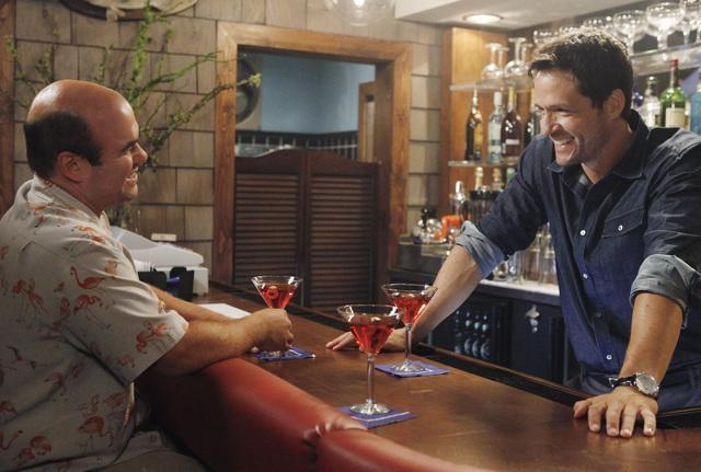 Josh Hopkins ed Ian Gomez nell'episodio You Wreck Me di Cougar Town
