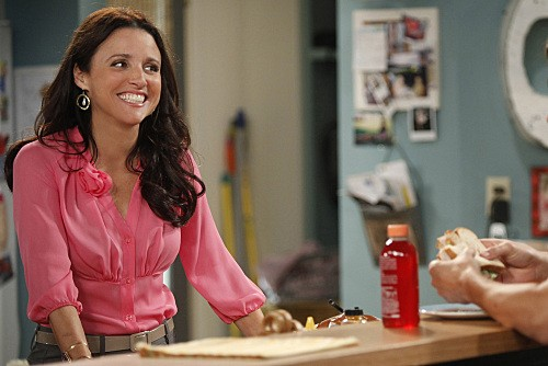 Julia Louis-Dreyfus in una scena dell'episodio For Love or Money de La complicata vita di Christine