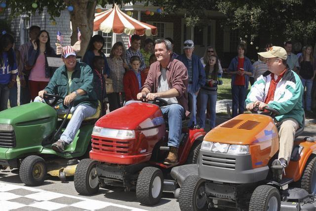 Neil Flynn in un momento dell'episodio The Block Party della serie The Middle